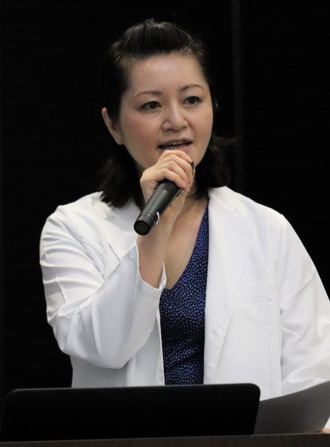 理想的なスキンケア方法について述べる宇井医師