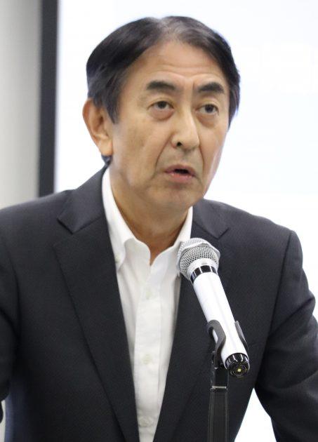 中計の進捗状況を説明する田中社長