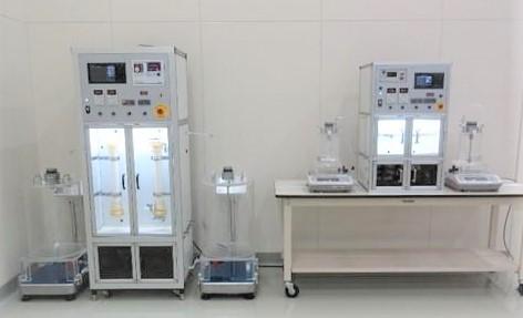 新規膜システムの貸出機(左から中型、小型)