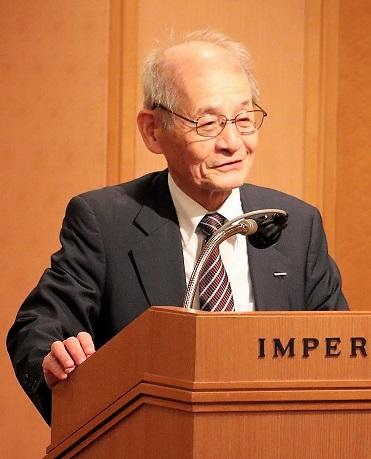 「欧州発明家賞」の受賞を報告する、吉野彰名誉フェロー