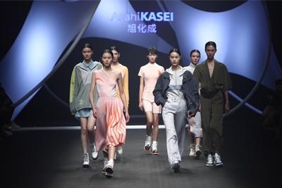 旭化成 ファッションショーの様子
