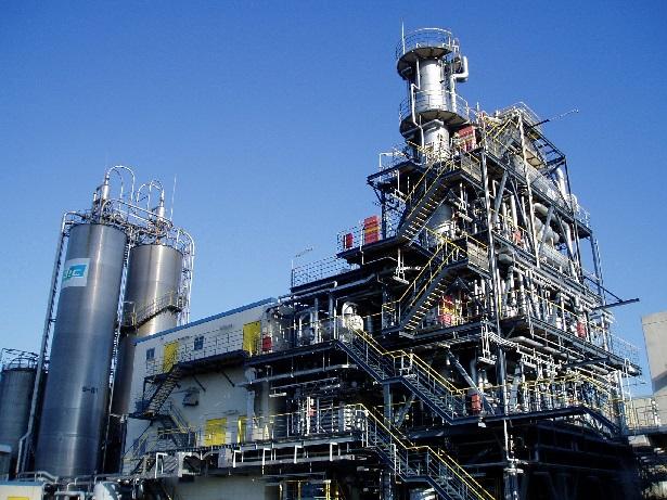 四日市工場のポリスチレンの生産設備