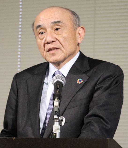 中期経営計画「APTSIS 20」の進捗を説明する越智仁社社長