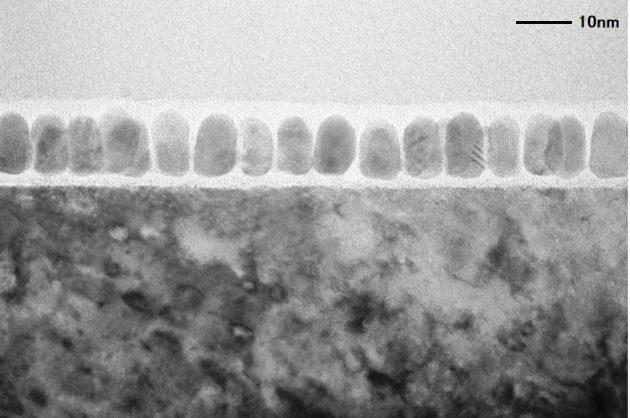 HAMR媒体断面の透過型電子顕微鏡画像