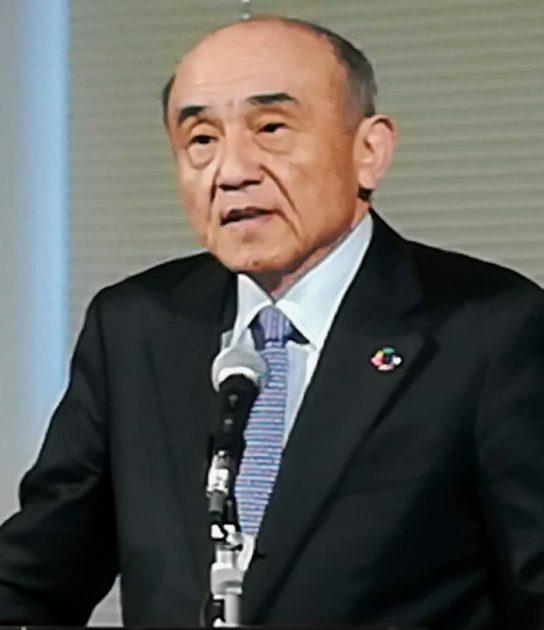 「KAITEKI Vision 30 」を説明する越智仁社長