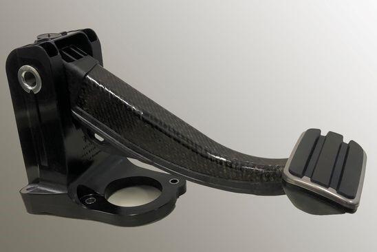 バッテリー式電動スポーツカー用のオール樹脂製ブレーキペダル。