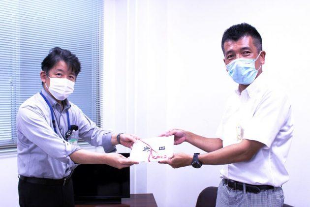 福井県衛生環境研究センターの谷口所長(左)と、東洋紡敦賀バイオ研究所の荒川所長