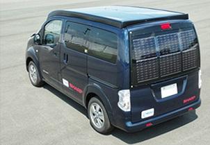 1kW超の太陽電池パネルを搭載した電気自動車「e-NV200」
