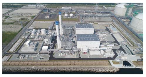 発電所全景(右~奥はJAPEX相馬LNG基地)