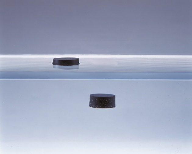 水に浮く低密度シリコーンゴム成形品
