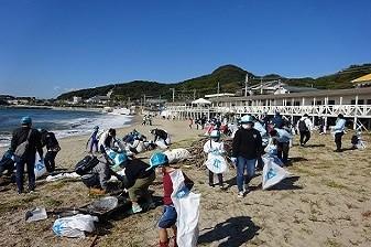 梅津寺海岸清掃の様子
