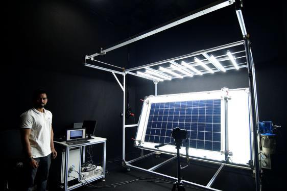 太陽光パネルBIS認証試験風景