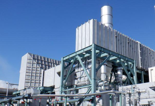 ガスタービン写真 大阪工場に設置した、高効率ガスタービン発電設備