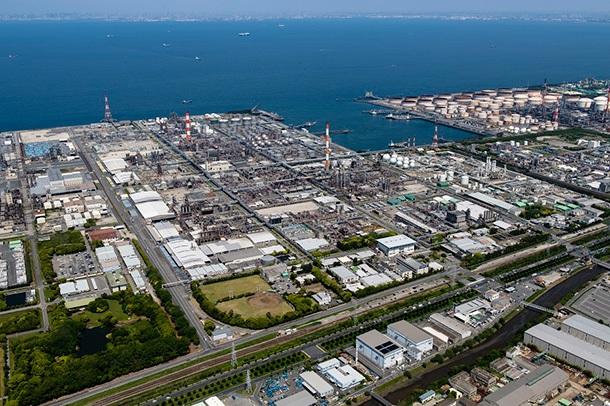 市原工場のプラント全景。再稼働には10日~2週間程度かかる見通し