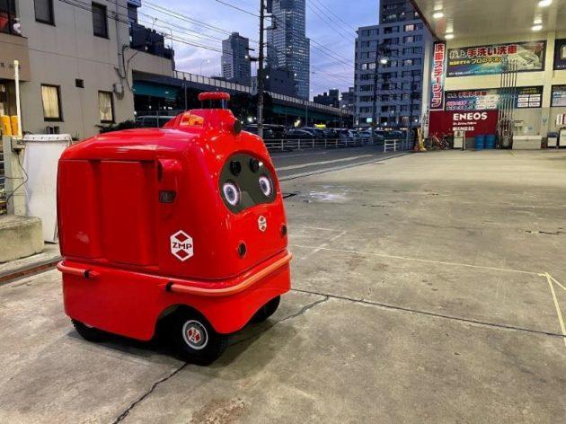 Dr. Drive月島SSで待機する自動宅配ロボット「デリロ」