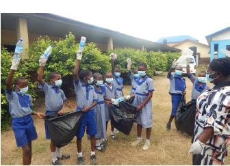 ナイジェリア マシン地区の学校での清掃活動