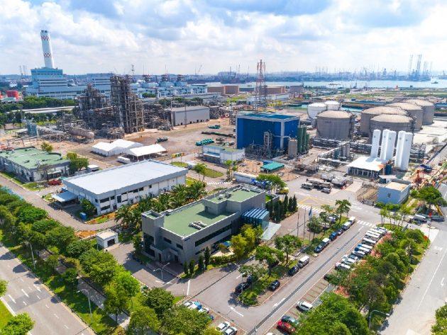 バイオナフサは、ネステ社のシンガポール製油所(写真、同社ウェブサイトから)やロッテルダム製油所などで生産されている