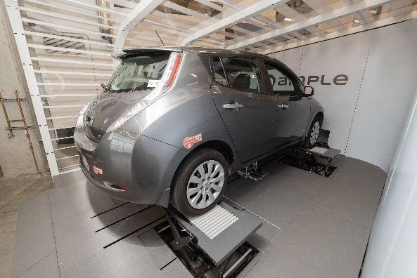 EVの蓄電池交換中の様子