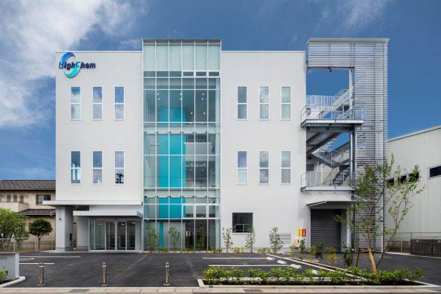 新開発拠点「ハイケム東京研究所」の外観。1階にセラミックスバインダーの製造設備を整備している